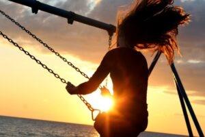 Следуя своему призванию и налаживая свою жизнь, исходя из своего призвания, человек испытывает счастье. Но счастье это омрачается мыслью, что человек не заставил себя соответствовать некому идеалу